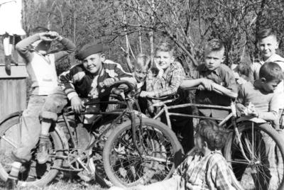 Blast from the Past / 1949: Boys and bikes at a birthday