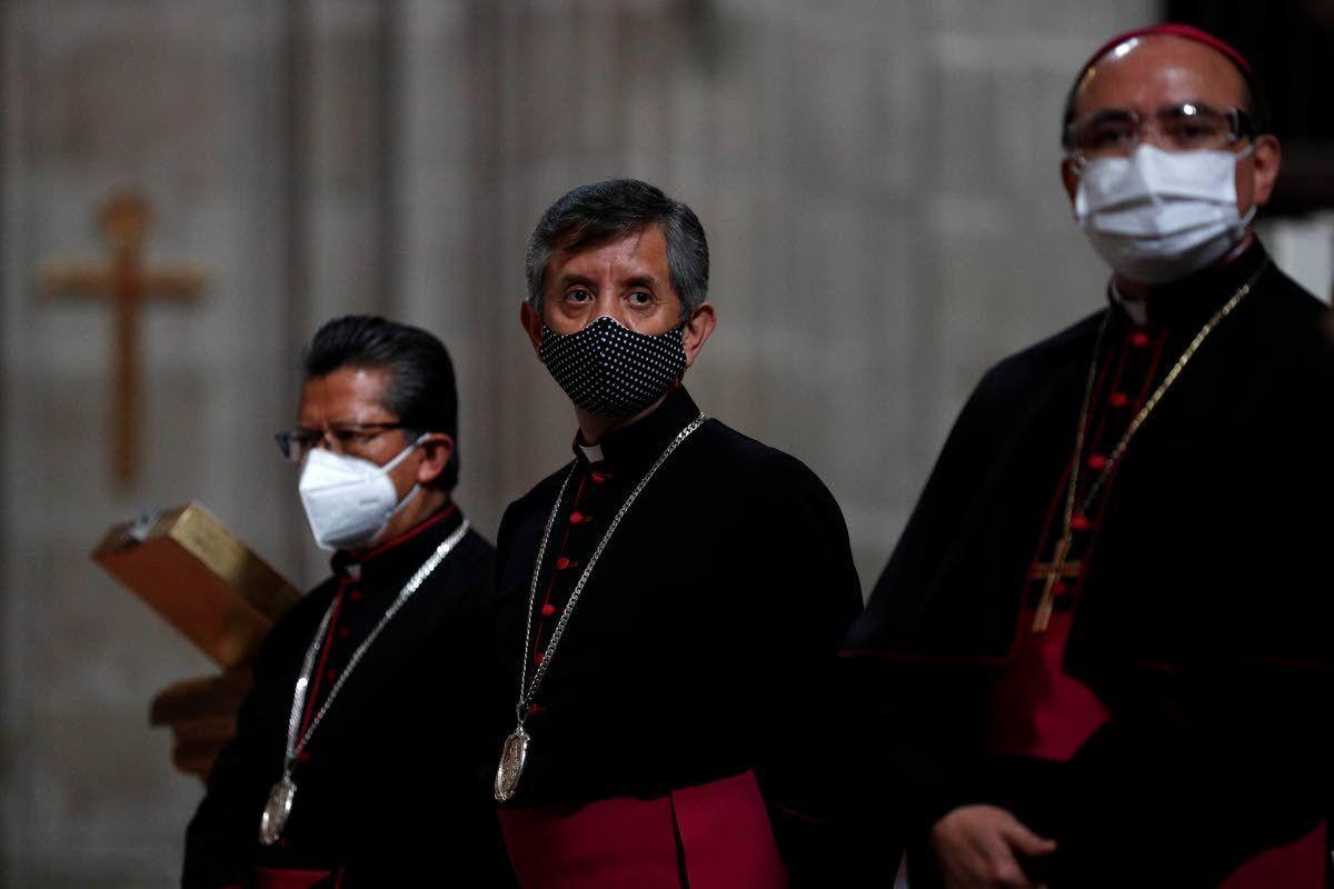 Faithful return to Mexico City's churches as virus rages