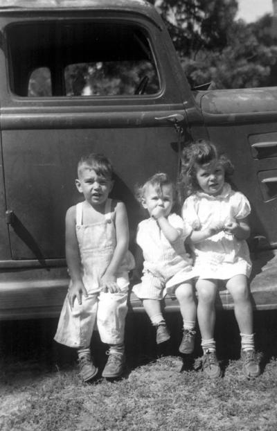 Blast from the Past / 1947: Three Matthews kids on the car