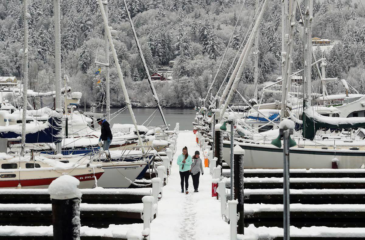 Snow causes power outages, strands motorists