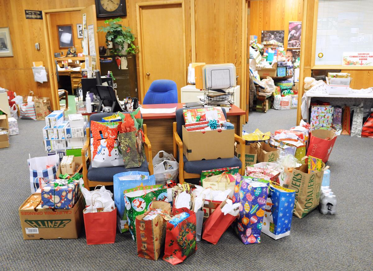 Readers can donate Christmas gifts to area seniors | | lmtribune.com