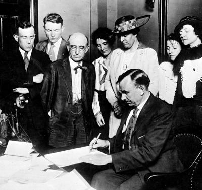 National suffrage wins, Tennessee ratifies bill