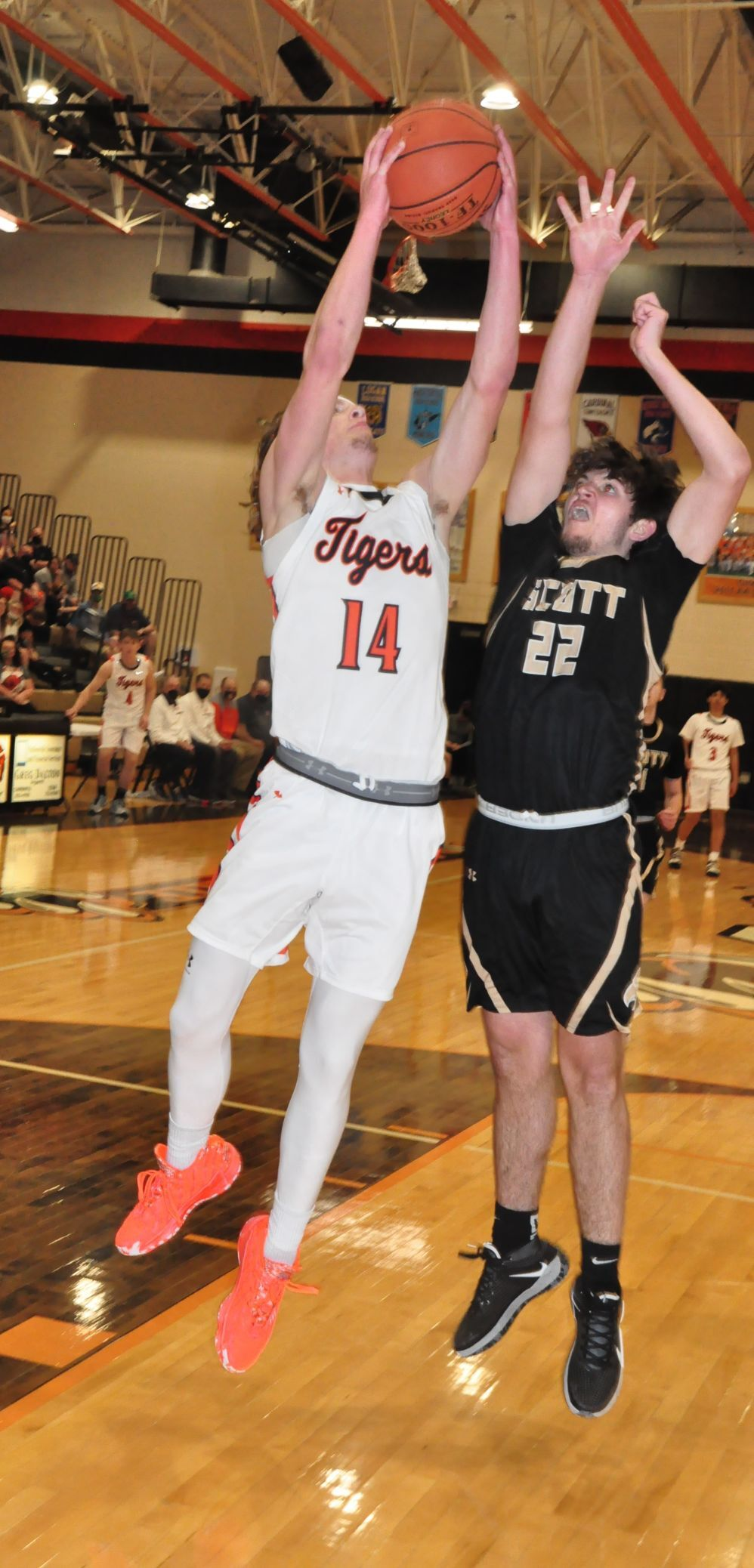 20210407-log-chap scott game Brody Dalton rebound