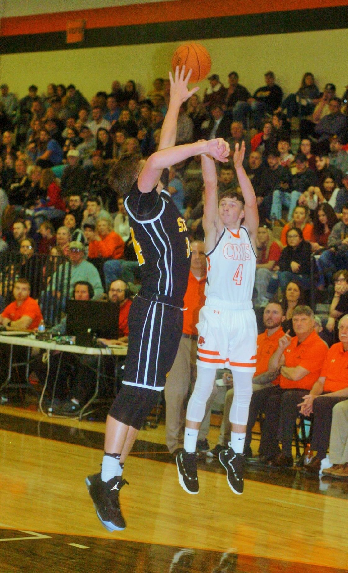 1221_ChapScottGame Hunter Cook shoots
