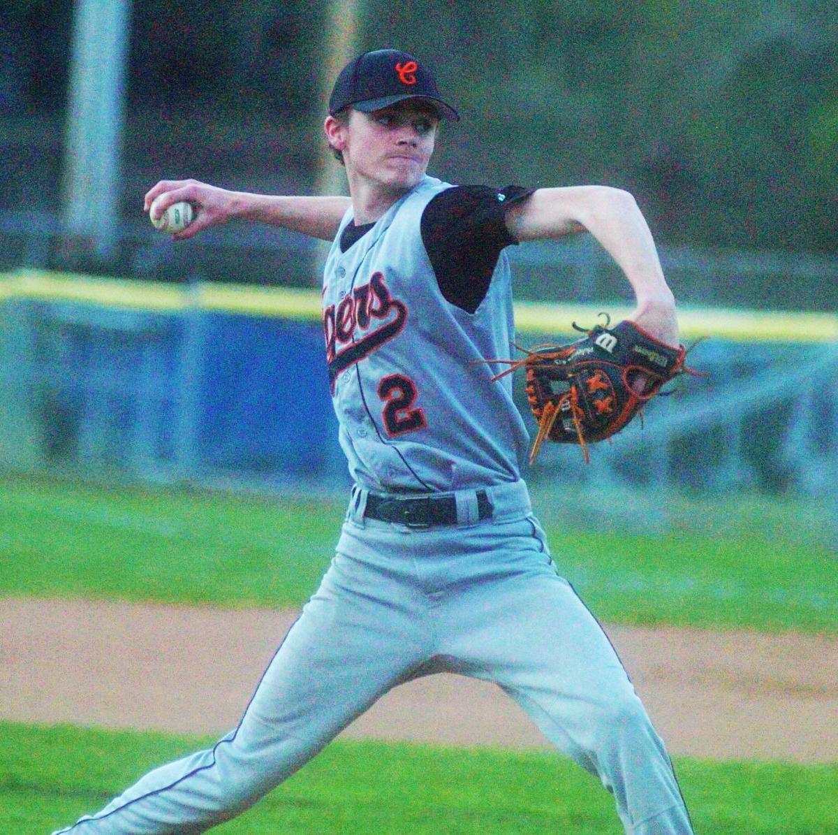 0412_LoganChapBaseball Conner Mullins pitches