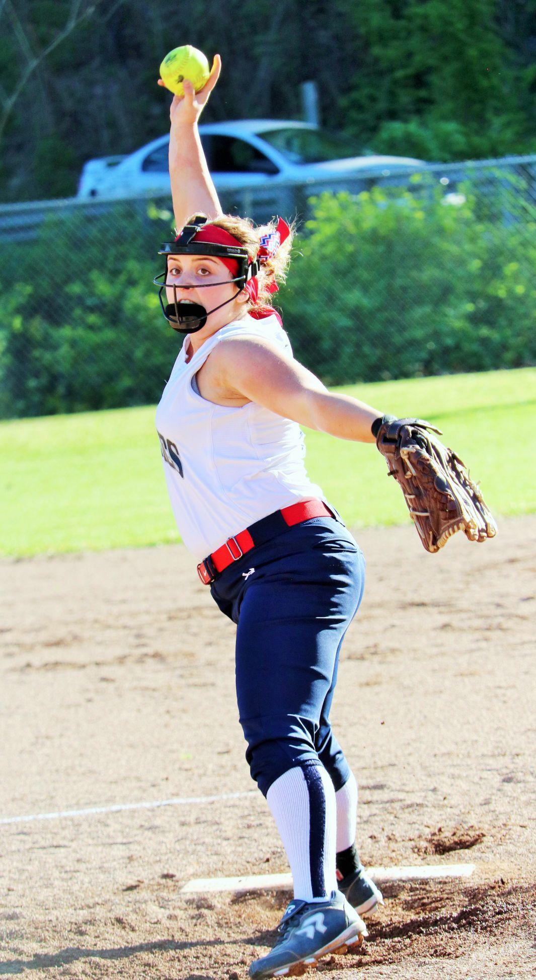 0424_ManShermanSoftball Ashlee Tomblin pitches