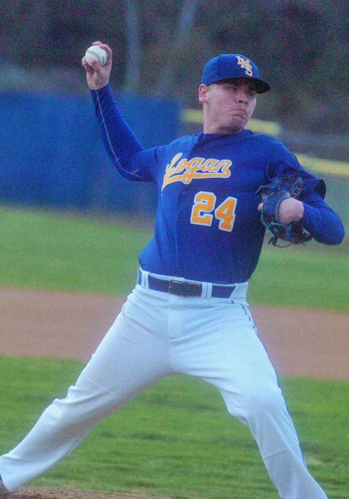 0412_LoganChapBaseball Dawson Beckett pitches