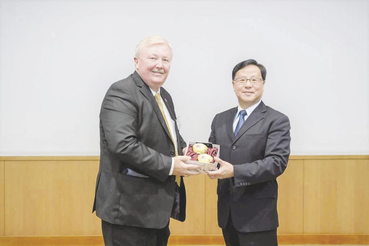 Miller visits Taiwan, promotes county and state, develop