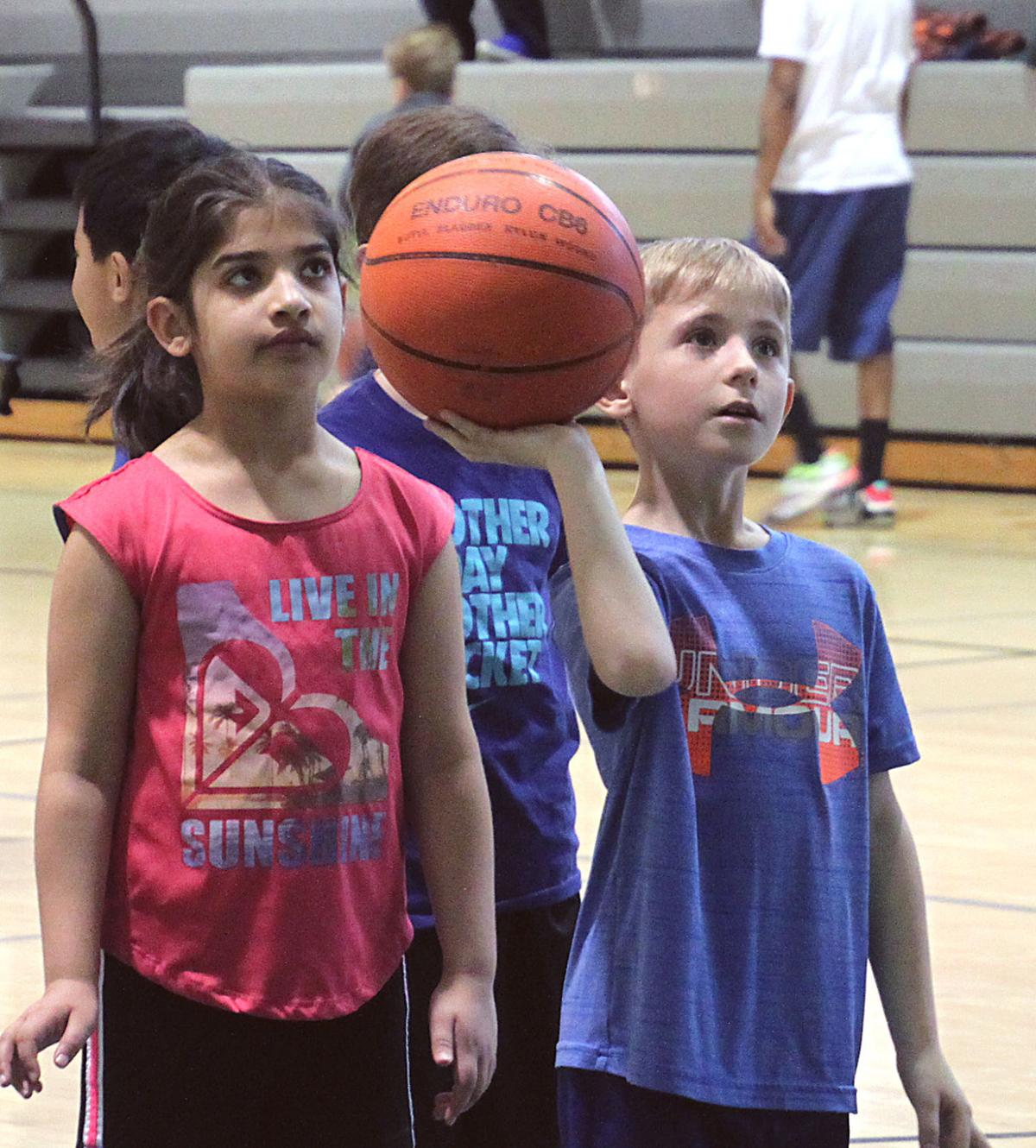 Former NBA player Gheorghe Muresan hosts youth basketball clinic