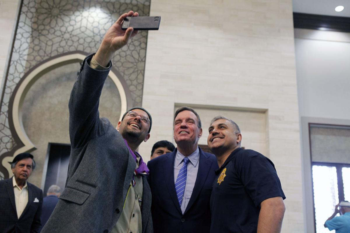 Mark Warner visit for Ramadan   Selfie