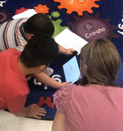 Third grade students use chromebooks