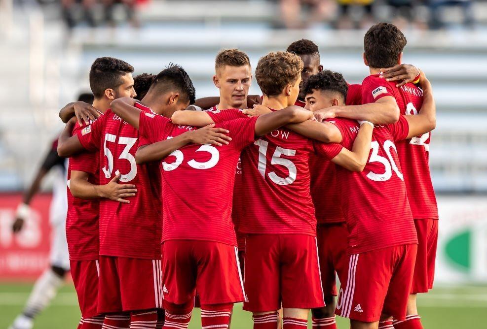 Loudoun United huddle