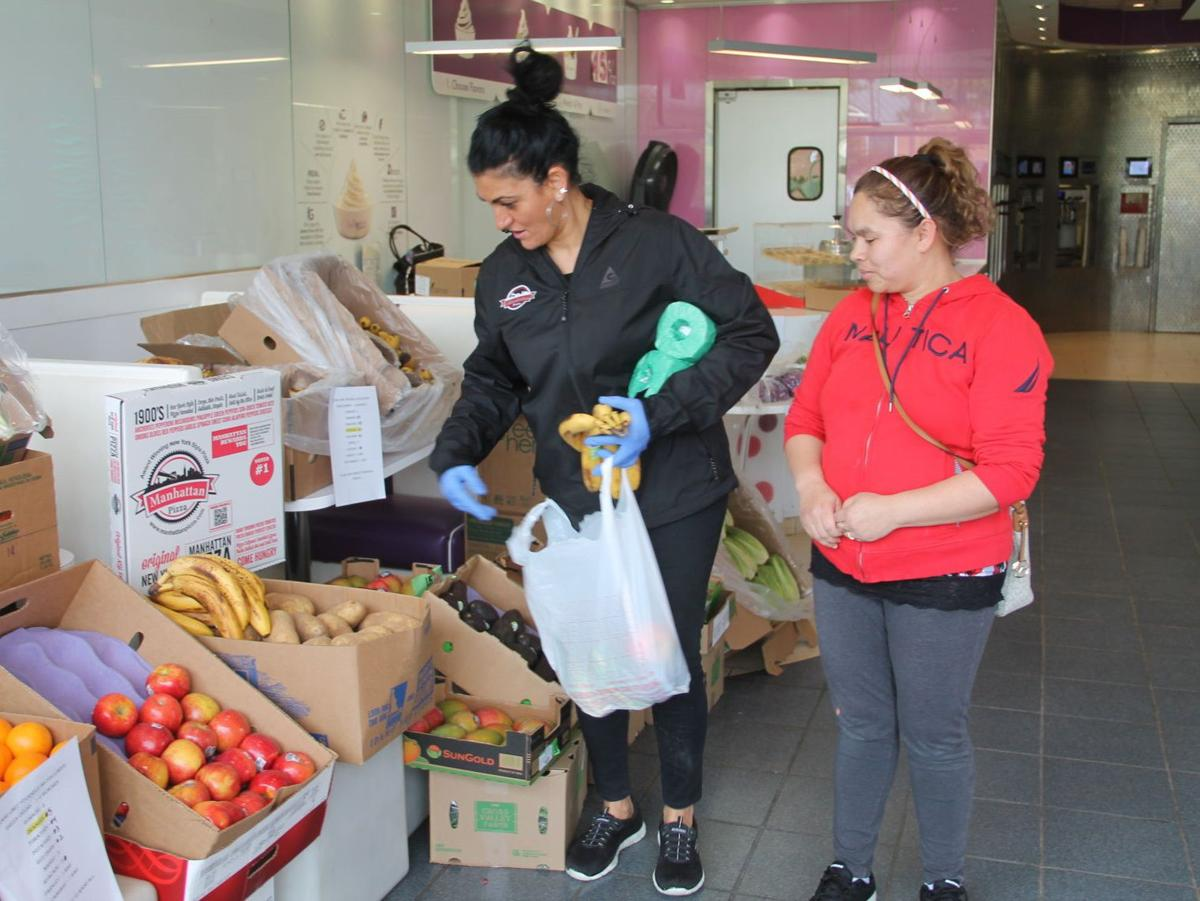 Manhattan Pizza donates pizzas, produce and paper to community members in need