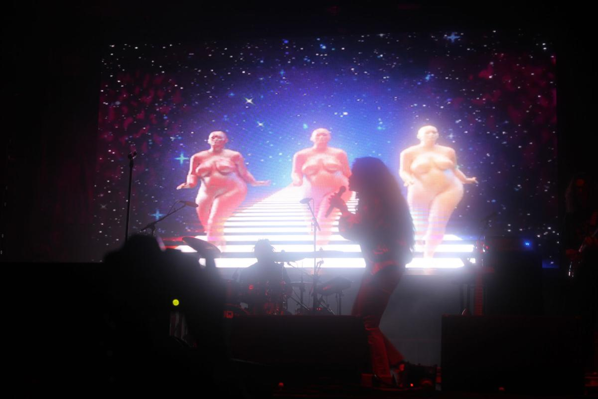 SZA Performing