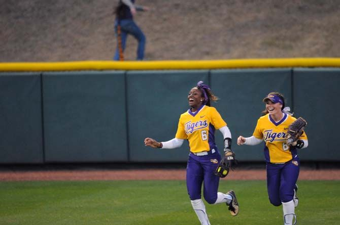 LSU Softball Team Stays Loose With Jokes Pranks