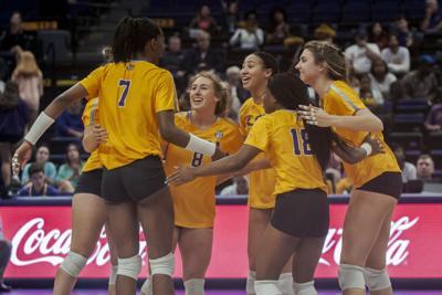 PHOTOS: LSU Women's Volleyball Defeats Auburn