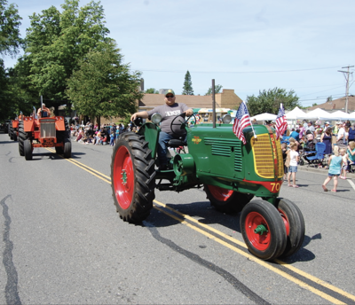 tractorinparade