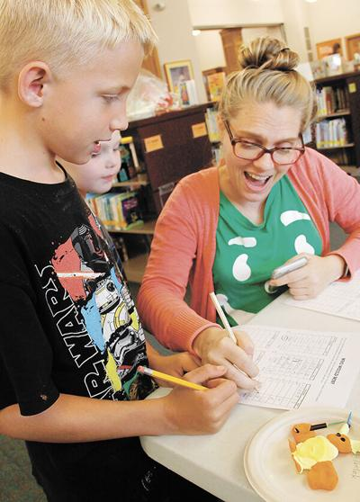 Drop-in library activity blends imagination, math
