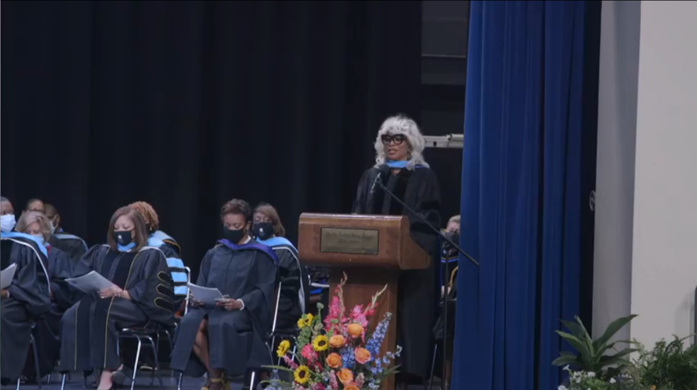 MNPS Chief of Innovation Sharon Griffin gives keynote address at summer graduation ceremony