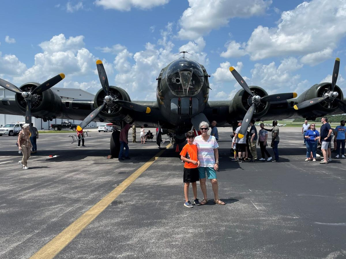 Clarksville woman boards B-17 bomber, remembers dad