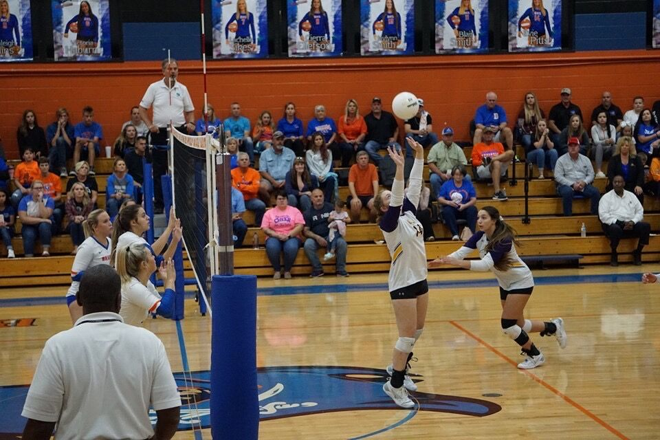 Emma Hutto sets in volleyball