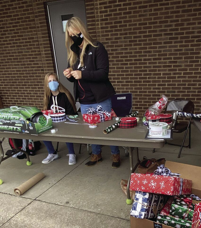 FMS Kick Off The Holidays Gift Wrapping.jpg