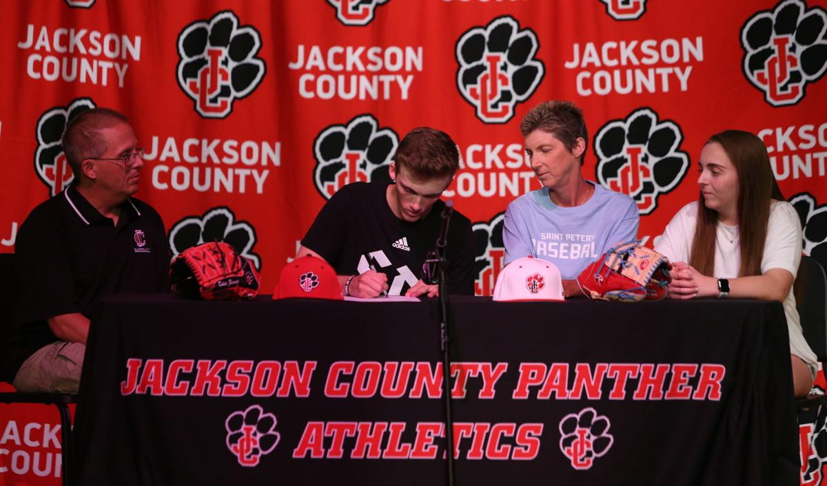 ZIMMER SIGNS WITH SAINT PETER'S
