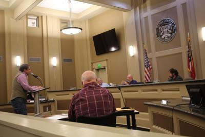 SPEAKS TO PLANNING COMMISSION
