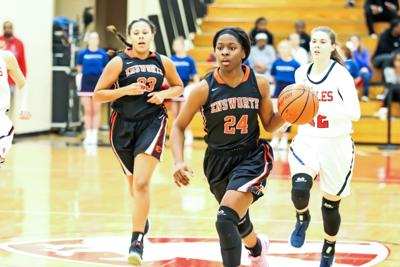 Ensworth's Dontavia Waggoner (24) breaks away from the pack on her way to the basket