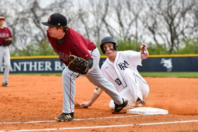 Ezell-Harding's Drew Phillips tries to catch a pickoff attempt of FRA's Wakefield Thurmond (10)