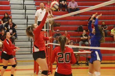 CMS volleyball defeats visiting Warren