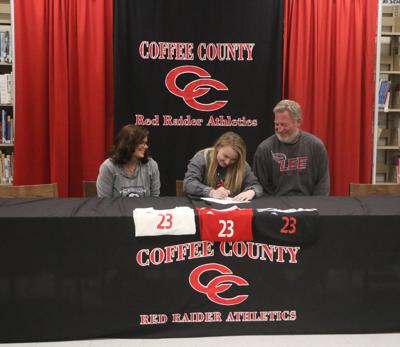 Garretson signs with Lee