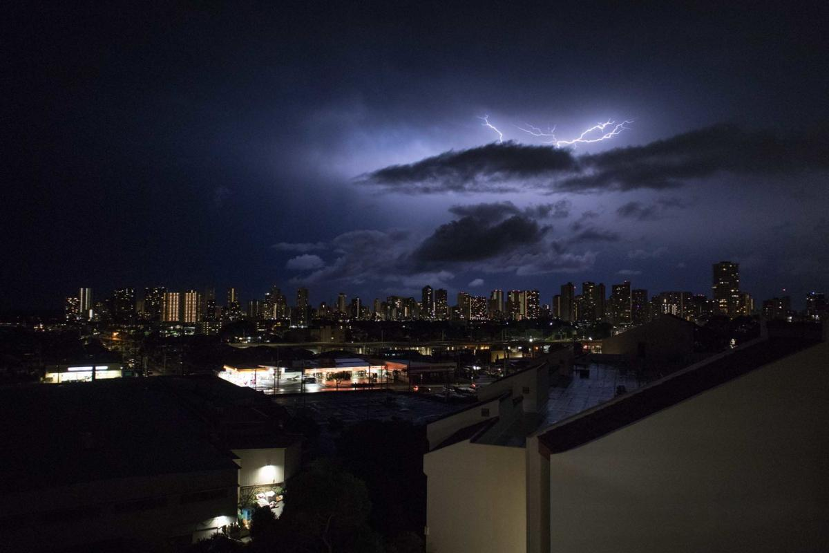 Lightning strikes Hawai'i