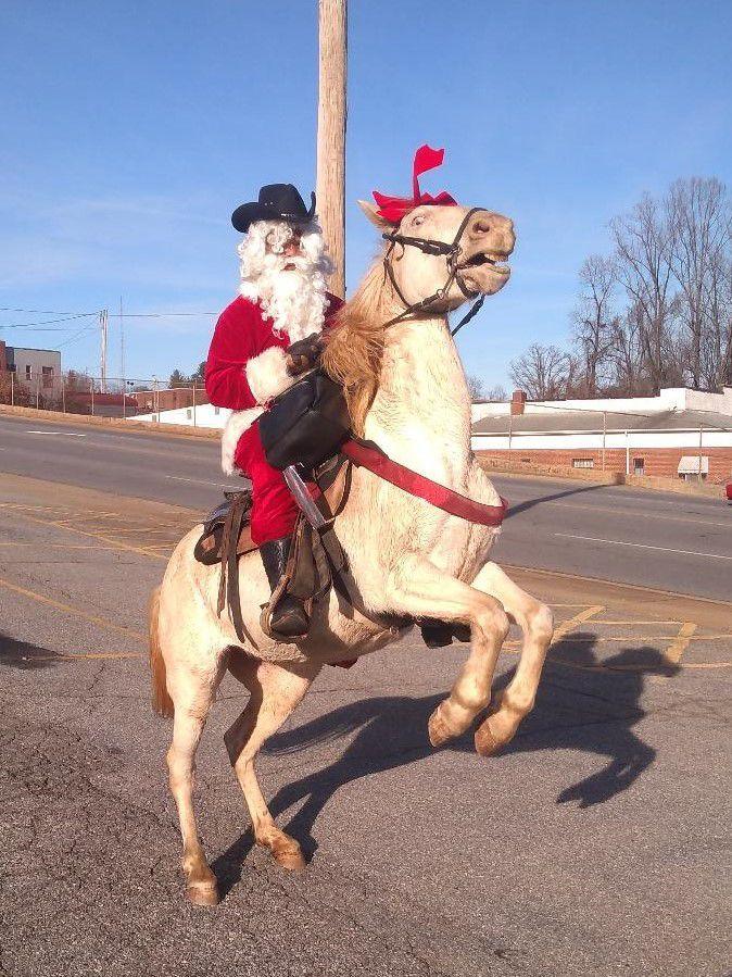 Santa Spotted on Brookdale Street