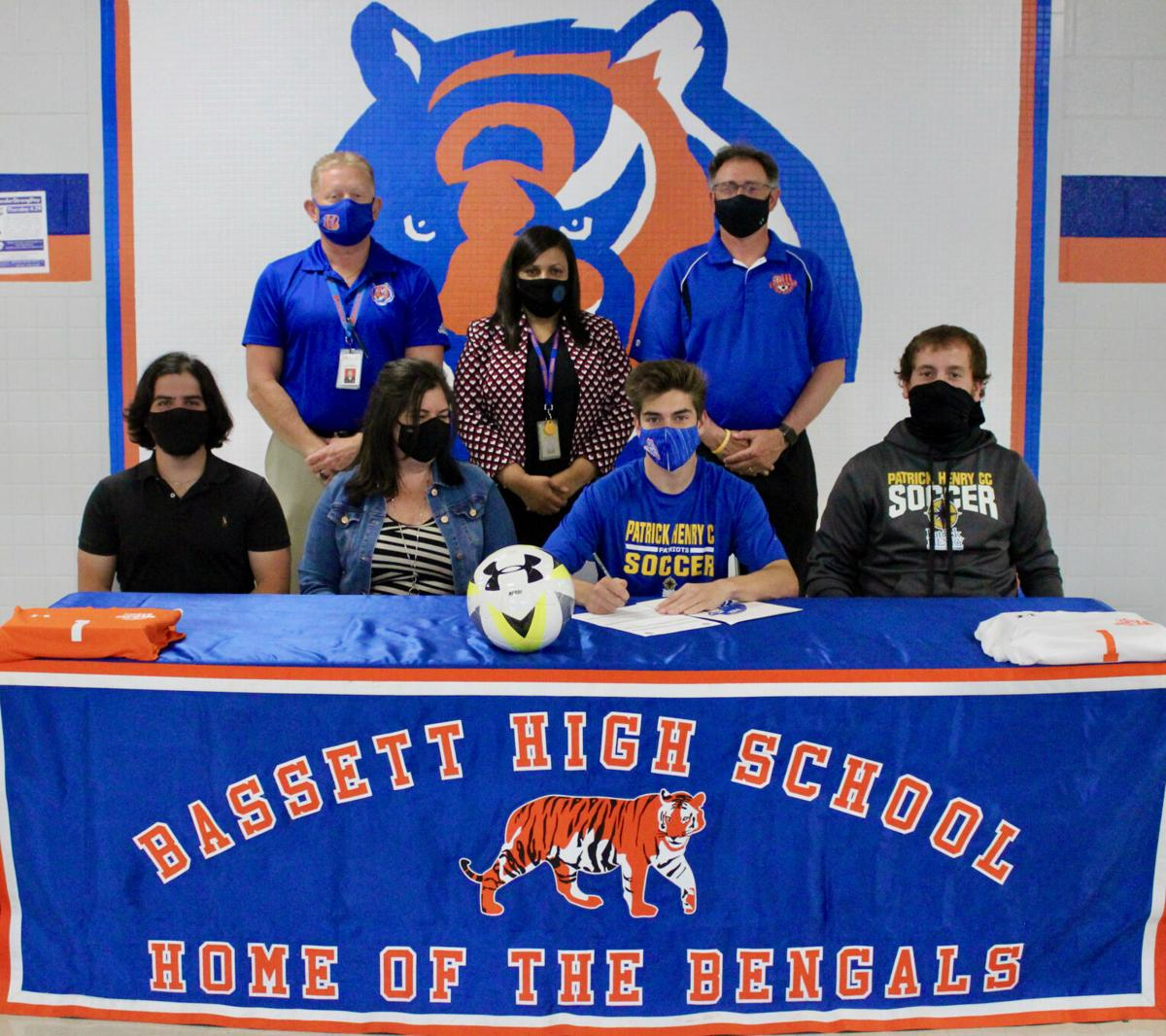 DeVivo signs with PHCC