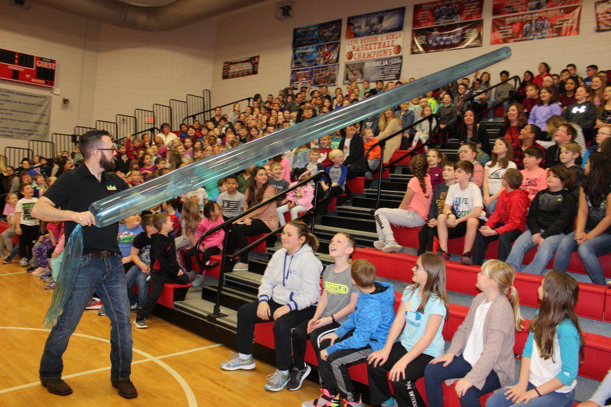 Jason Lindsey getting kids hooked on science   Life   mayfield