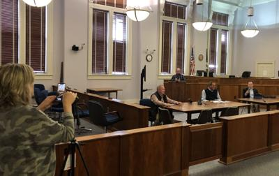 Fiscal court meets at distance