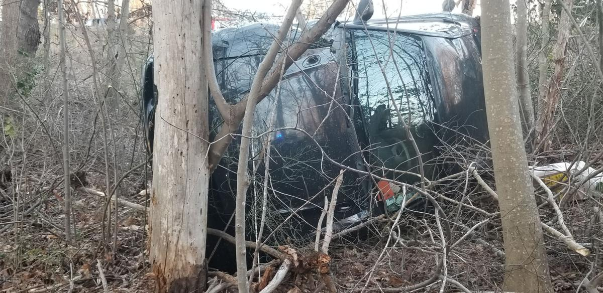 2 injured in Marion wreck, rollover
