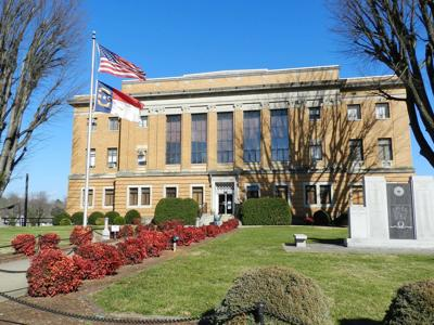 McDowell County Commissioners consider banning smoking on courthouse lawn