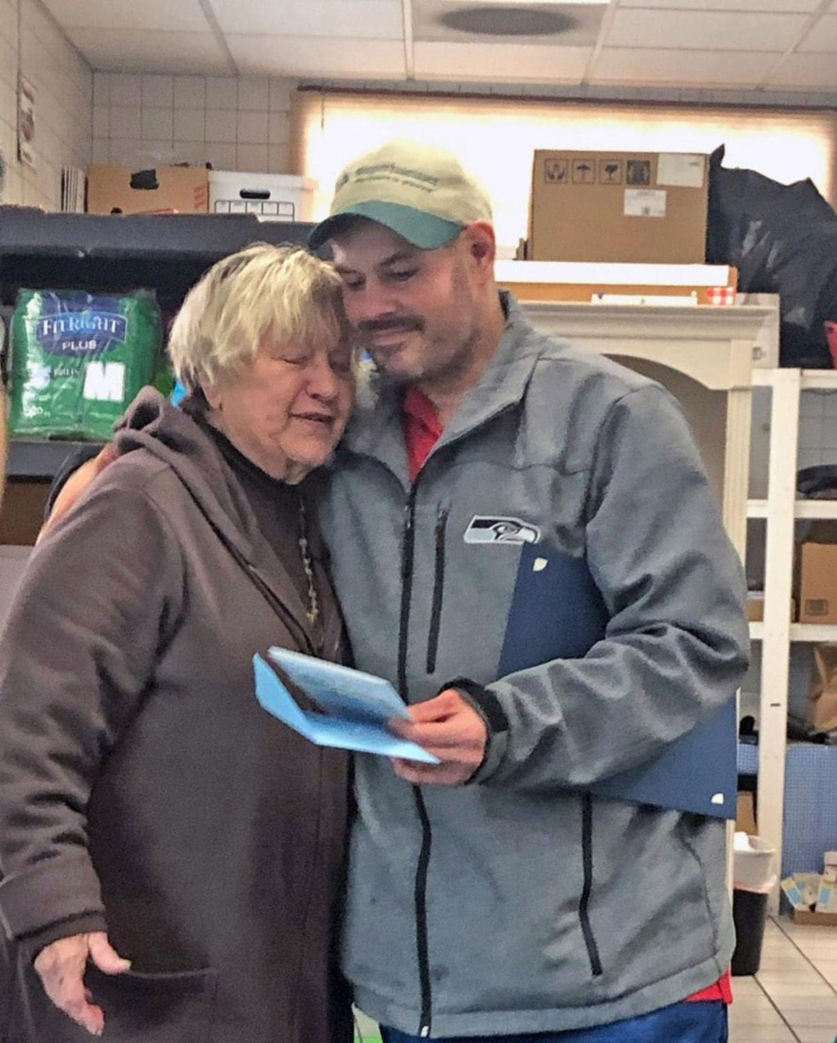 Homeless man finds $17,000 outside food bank, gives it to a worker inside