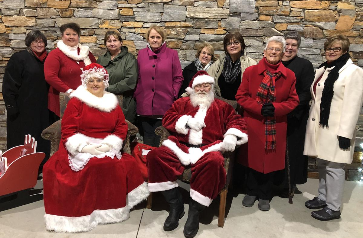 Pilot Club of Marion holds Christmas tree-lighting ceremony