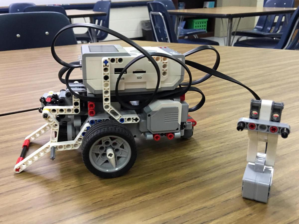 Cyberkids In Action Robotics Club Introduced At Mcdowell Elementary
