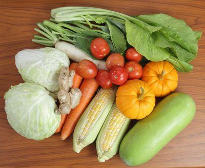 Fresh fruit, veggie snacks for students