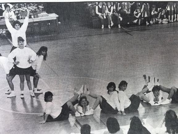19 Archives-cheerleaders.JPG