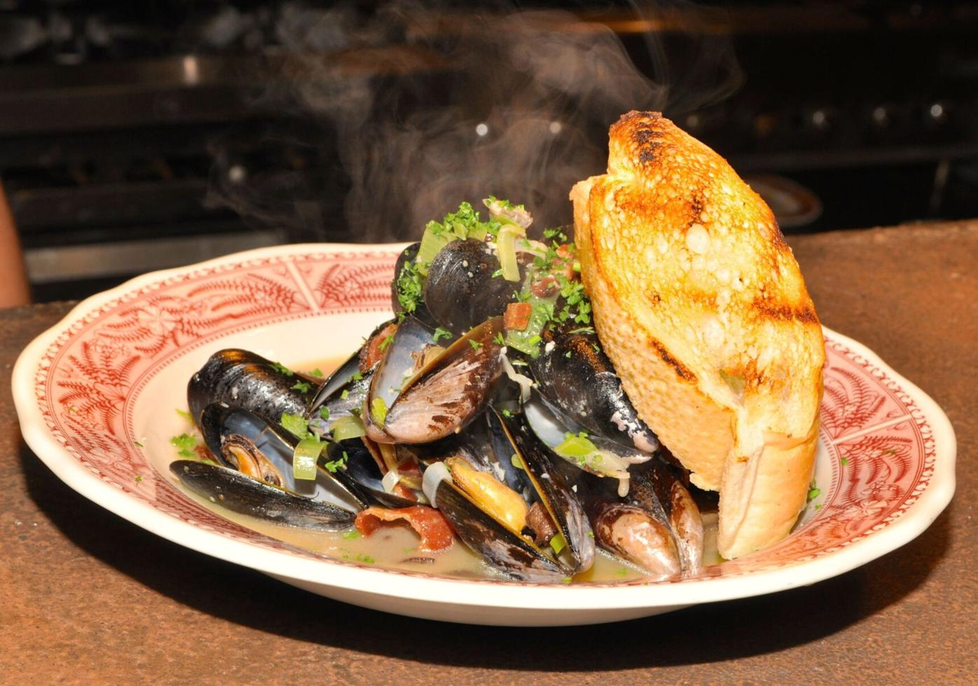 041421_MNS_Dining_Out_001 Southern Bistro mussels