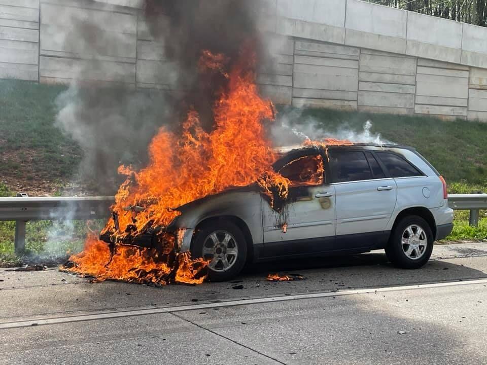 Marietta FD extinguishes car fire on I-75