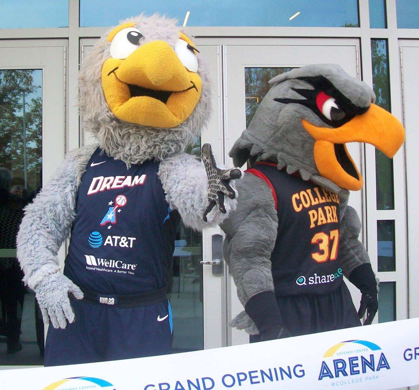 112019_SFN_Gateway_opens_008 mascots Star Colli Hawk