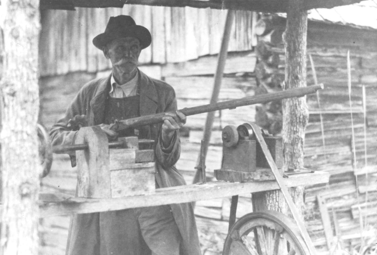 061219_MNS_Whitley_gun_001 John Whitley with gun