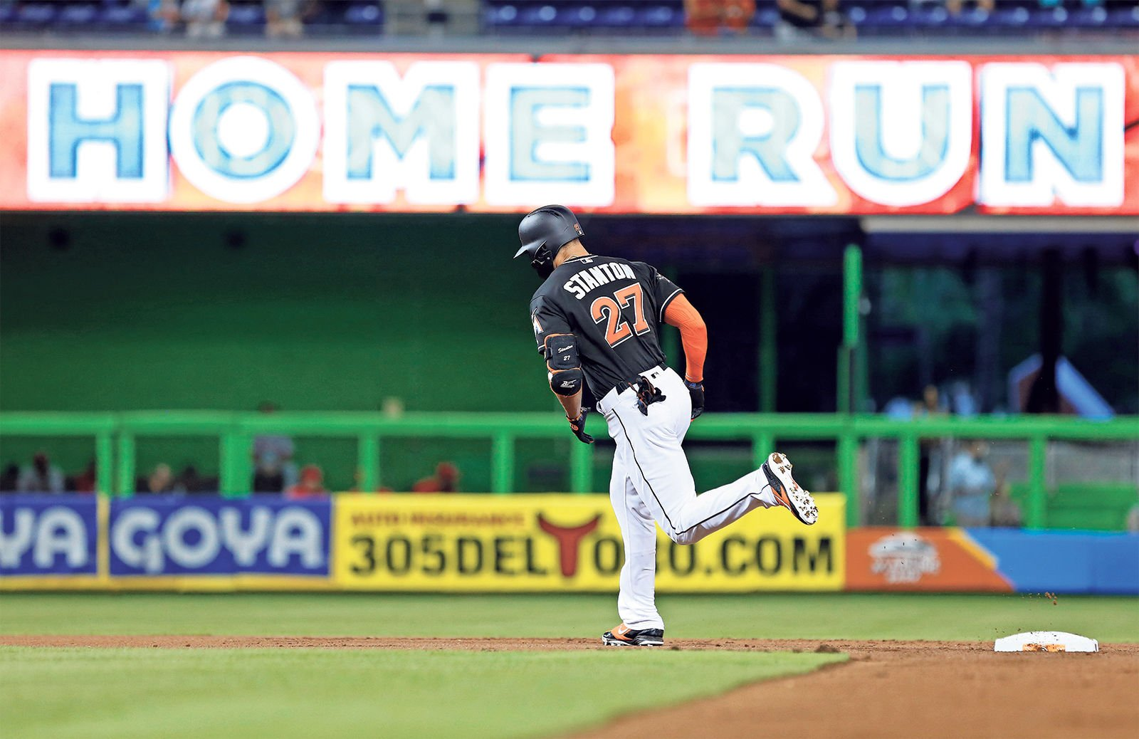 Giancarlo Stanton slugs 55th HR of season; most in majors since 2006