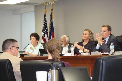 Tucker council votes 01